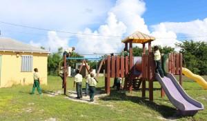 Gli scivoli, Glintons Primary School, Bahamas. Autore e Copyright Marco Ramerini.