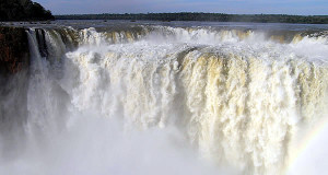 Garganta del Diablo (vista dal lato argentino), Cataratas del Iguazú, Argentina. Author and Copyright Marco Ramerini