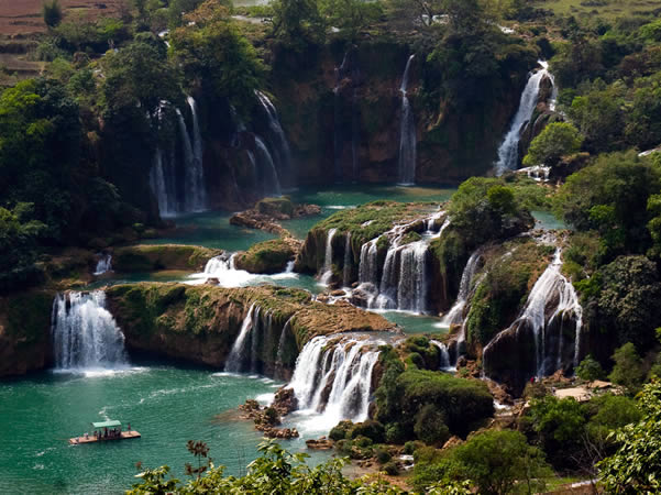 Ban Gioc–Detian Falls, Vietnam - Cina. Author jankgo. Licensed under the Creative Commons Attribution