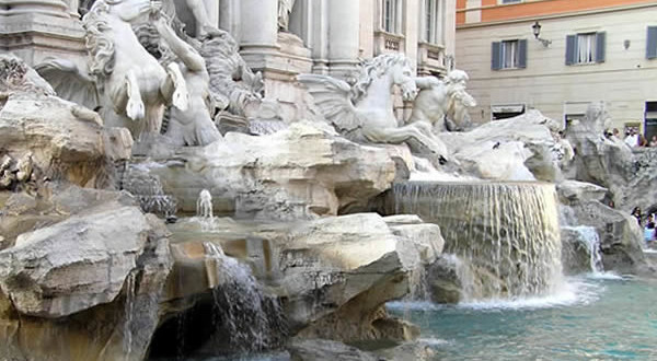 Fontana di Trevi, Roma, Italia. Author and Copyright Marco Ramerini