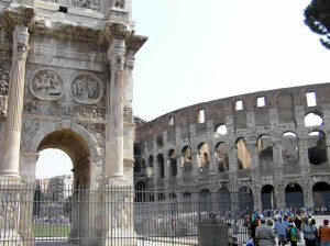 L'Arco di Costantino e il Colosseo, Roma, Italia. Author and Copyright Marco Ramerini