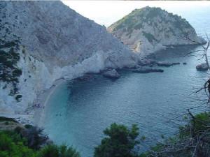 La piccola spiaggia di Aghia Elenis, Cefalonia, Grecia. Author and Copyright Niccolò di Lalla
