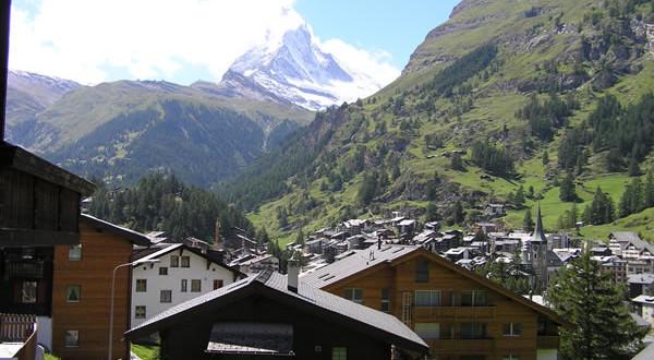 Zermatt con sullo sfondo la vetta del Cervino, Svizzera. Author and Copyright Marco Ramerini