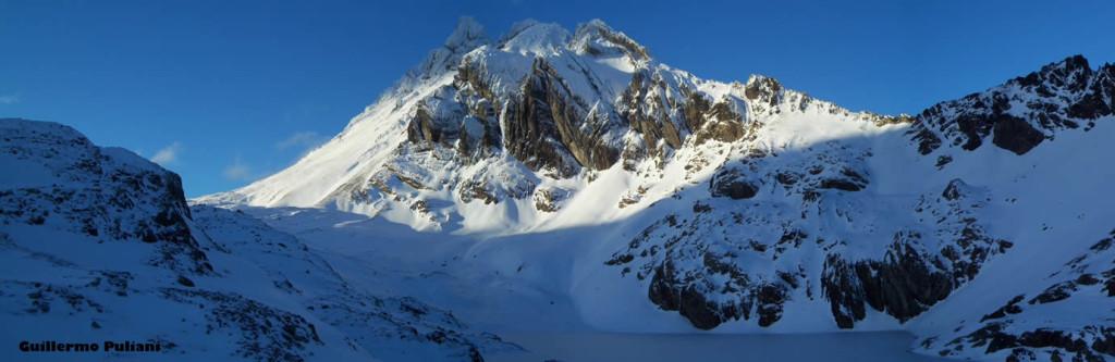 Laguna e Cerro 5 Hermanos, Terra del Fuoco, Argentina. Autore e Copyright Guillermo Puliani
