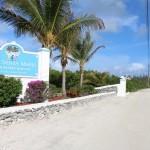 L'ingresso al Cape Santa Maria Beach Resort, Long Island, Bahamas. Autore e Copyright Marco Ramerini