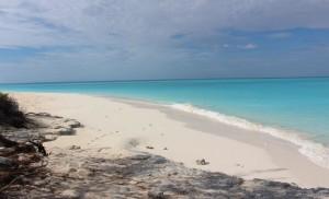 Passeggiando lungo la spiaggia, Cape Santa Maria Beach Resort, Long Island, Bahamas. Autore e Copyright Marco Ramerini