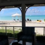 Veduta dal soggiorno di un Two-Bedroom Beachfront Bungalow, Cape Santa Maria Beach Resort, Long Island, Bahamas. Autore e Copyright Marco Ramerini.