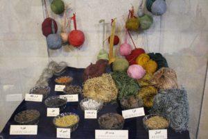 Colori e stoffe, Museo del Tappeto iraniano, Teheran, Iran. Autore e Copyright Marco Ramerini