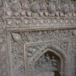 Dettaglio del Mehrab ilkhanide lungo il corridoio coperto dell'entrata orientale della moschea, Moschea del Venerdì (Moschea Jāmeh), Esfahan, Iran. Autore e Copyright Marco Ramerini