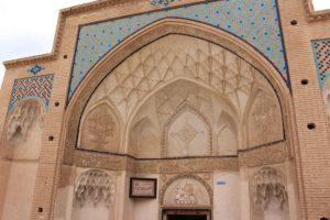Facciata del Bagno del Sultano Amir Ahmad, Kashan, Iran. Autore e Copyright Marco Ramerini