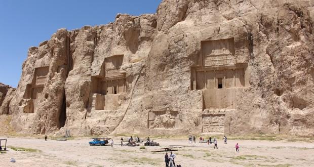 Le tombe di Dario II, Artaserse I e Dario I, Naqsh-e Rostam, Iran. Autore e Copyright Marco Ramerini