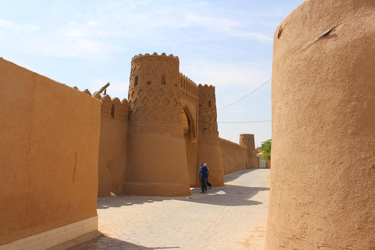 Porta delle mura, Meybod, Iran. Autore e Copyright Marco Ramerini