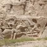 Sotto alla tomba di Artaserse I si trovano i bassorilievi di Hormizd II (in basso) e Shapur II (in alto, molto danneggiato), Naqsh-e Rostam, Iran. Autore e Copyright Marco Ramerini