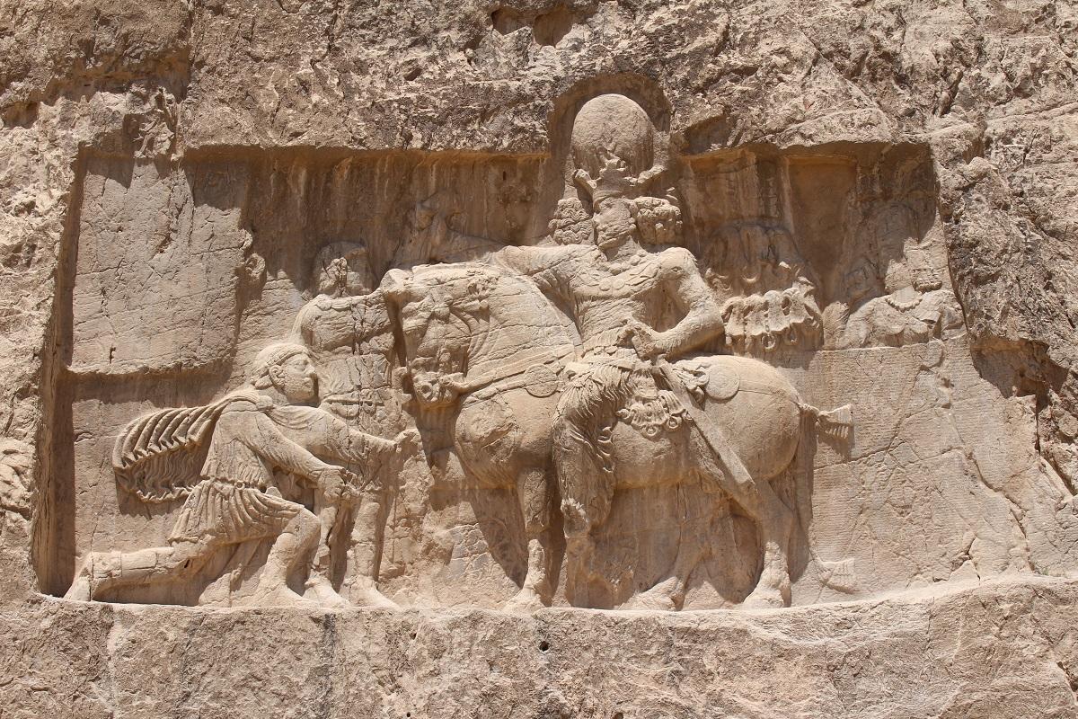 Trionfo di Shapur I, Naqsh-e Rostam, Iran. Autore e Copyright Marco Ramerini