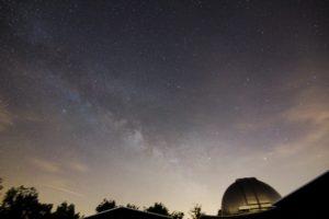 Via Lattea nel Sagittario con al centro una meteora. Obiettivo Tokina AT-X (11-20 mm) 11 mm F 2.8, ISO 400, tempo di posa 3 minuti, inseguimento con Sky Adventurer SkyWatcher. Autore e Copyright Marco Ramerini