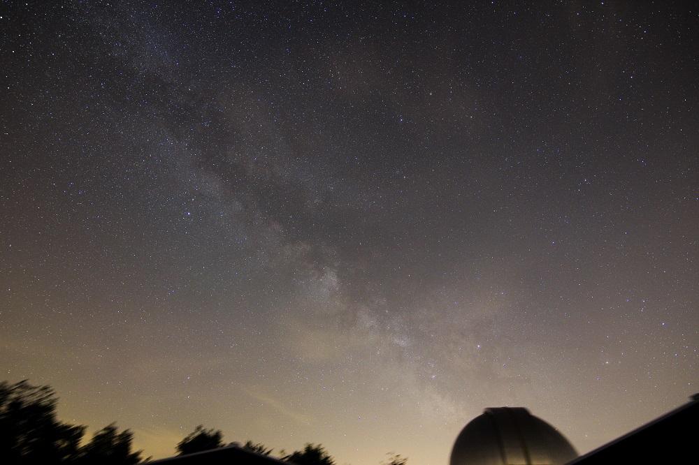 Via Lattea nella costellazione del Sagittario Obiettivo Tokina AT-X (11-20 mm) 11 mm F 2.8, ISO 400, tempo di posa 3 minuti, inseguimento con astro inseguitore. Autore e Copyright Marco Ramerini