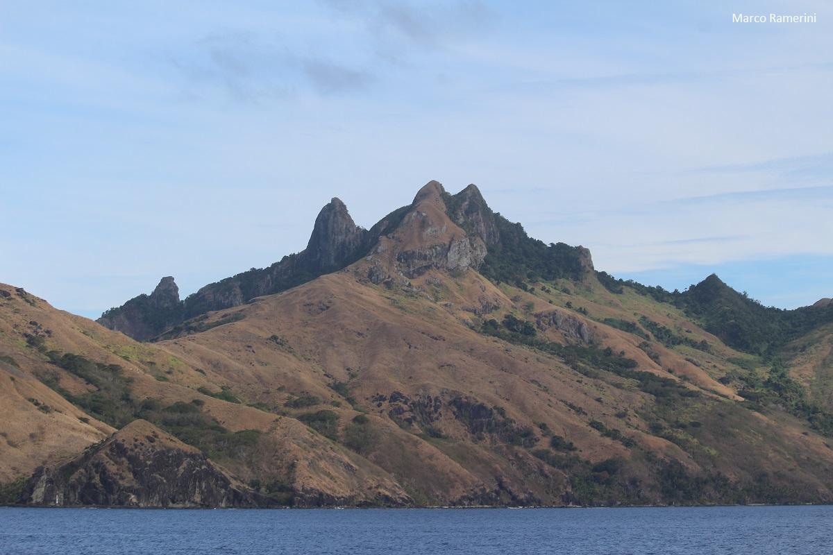 Le spettacolari montagne dell'isola di Waya, Isole Yasawa, Figi. Autore e Copyright Marco Ramerini