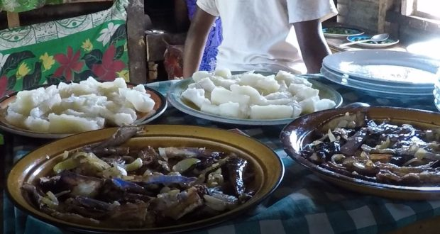 Pranzo vegetariano figiano. Autore e Copyright Marco Ramerini