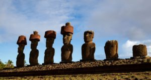 Ahu Nau Nau, Anakena, Isola di Pasqua, Cile. Autore e Copyright Marco Ramerini