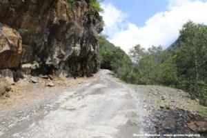 La strada verso il Passo Abano, Georgia. Autore e Copyright Marco Ramerini