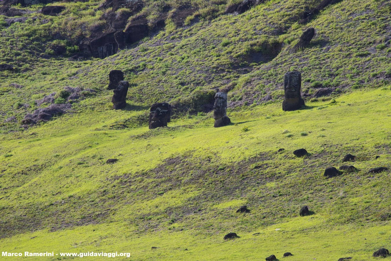 Rano Raraku crater, Isola di Pasqua, Cile. Autore e Copyright Marco Ramerini,