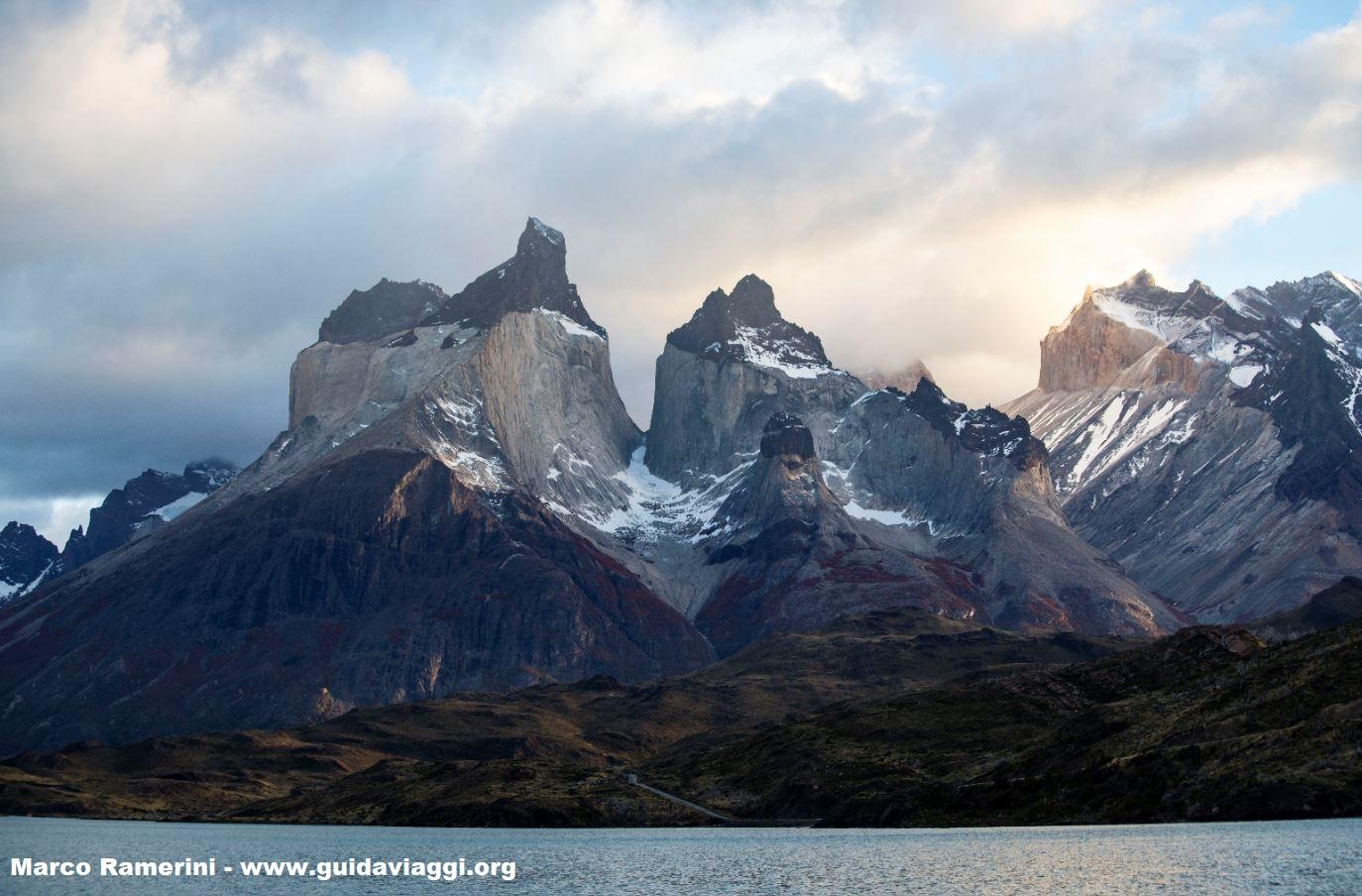 Viaggio fotografico in Patagonia. Cuernos del Paine, Parco Nazionale Torres del Paine, Cile. Autore e Copyright Marco Ramerini