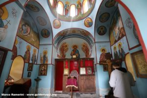 Interno della chiesa, Shenakho, Tusheti, Georgia. Autore e Copyright Marco Ramerini