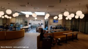 Hotel all'Aeroporto di Roma Fiumicino. La Hall dell'Hotel HelloSky Rome Airport. Autore e Copyright Marco Ramerini