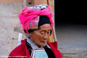 Donna, Shengcun, Yuanyang, Yunnan, Cina. Autore e Copyright Marco Ramerini.