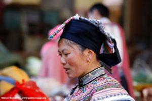 Donna, Zhoucheng, Yunnan, Cina. Autore e Copyright Marco Ramerini,.,