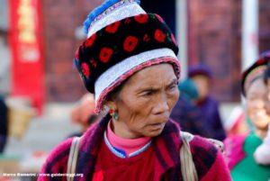 Donna, Zhoucheng, Yunnan, Cina. Autore e Copyright Marco Ramerini.