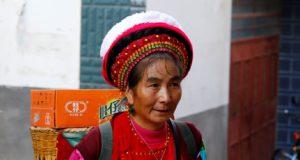 Donna, Zhoucheng, Yunnan, Cina. Autore e Copyright Marco Ramerini...