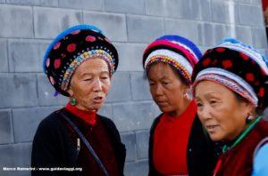 Donne, Zhoucheng, Yunnan, Cina. Autore e Copyright Marco Ramerini...