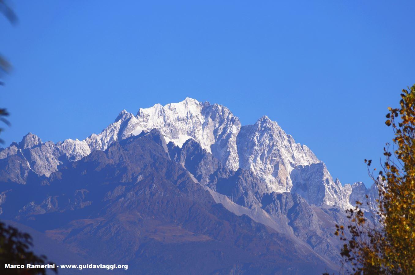 I paesaggi naturali sono tra le attrazioni turistiche dello Yunnan, qui il Monte di Neve del Dragone di Giada (Yulongxue Shan), Yunnan, Cina. Autore e Copyright Marco Ramerini