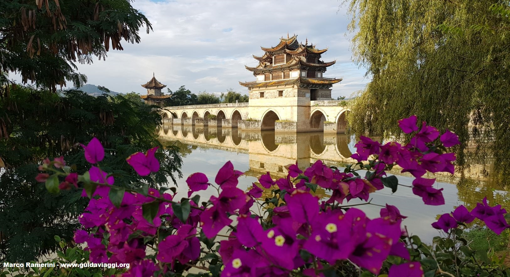 Ponte dei Draghi Gemelli (Shuanglong Bridge), Jianshui, Yunnan, Cina. Autore e Copyright Marco Ramerini