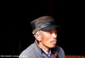 Uomo, Baisha, Yunnan, Cina. Autore e Copyright Marco Ramerini