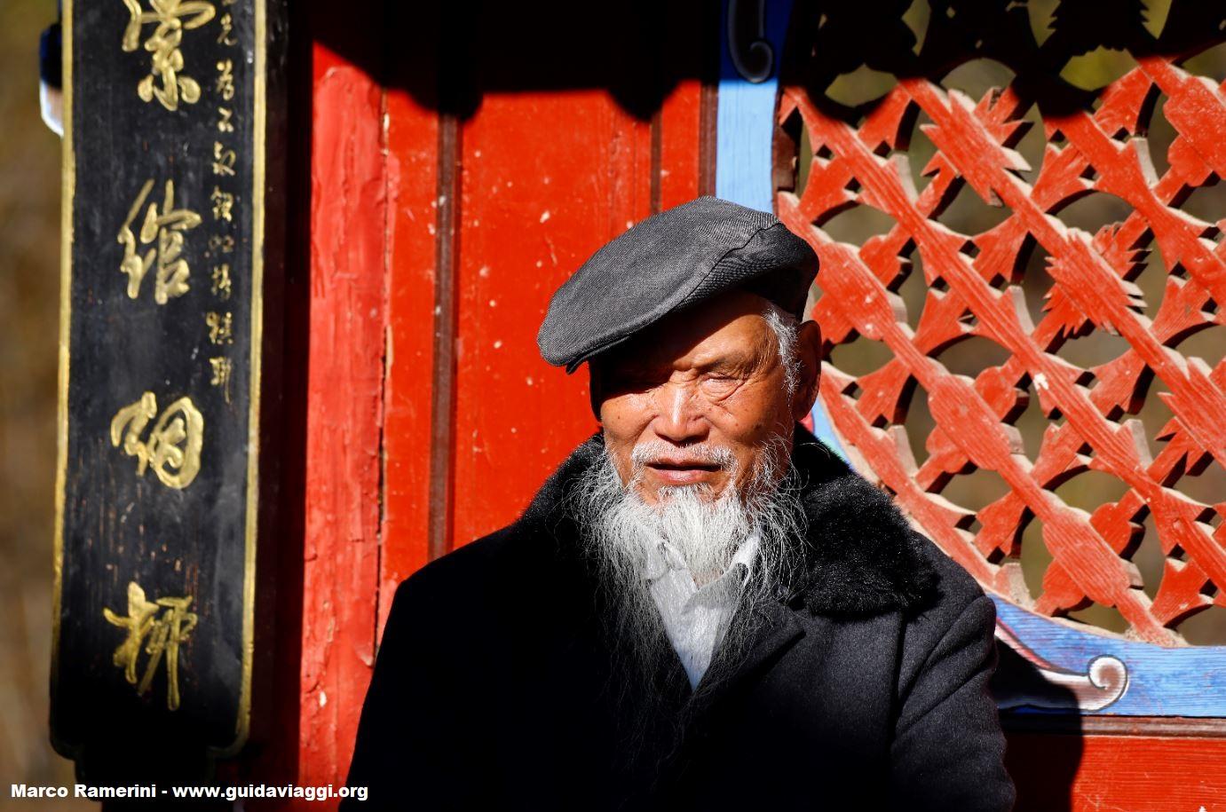 Uomo, Shigu, Yunnan, Cina. Autore e Copyright Marco Ramerini.