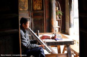 Uomo, Tuanshan, Yunnan, Cina. Autore e Copyright Marco Ramerini