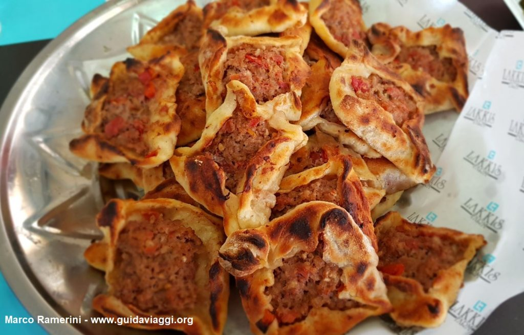 Sfiha, uno stuzzichino a base di carne tipico della Valle della Beqa, Libano. Autore e Copyright Marco Ramerini