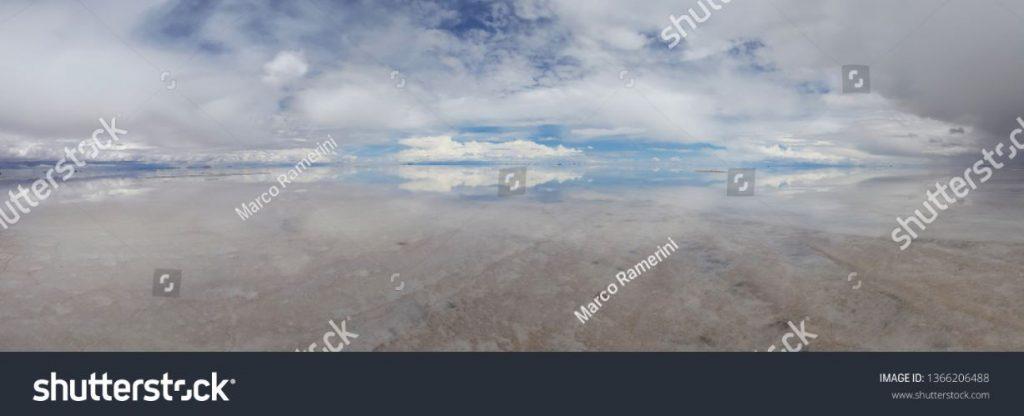 Riflessi sul Salar de Uyuni allagato, Bolivia. Autore e Copyright Marco Ramerini