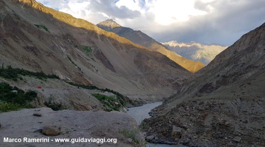 Viaggio tra le montagne dell'Asia Centrale. La gola del fiume Indo, Baltistan, Pakistan. Autore e Copyright Marco Ramerini