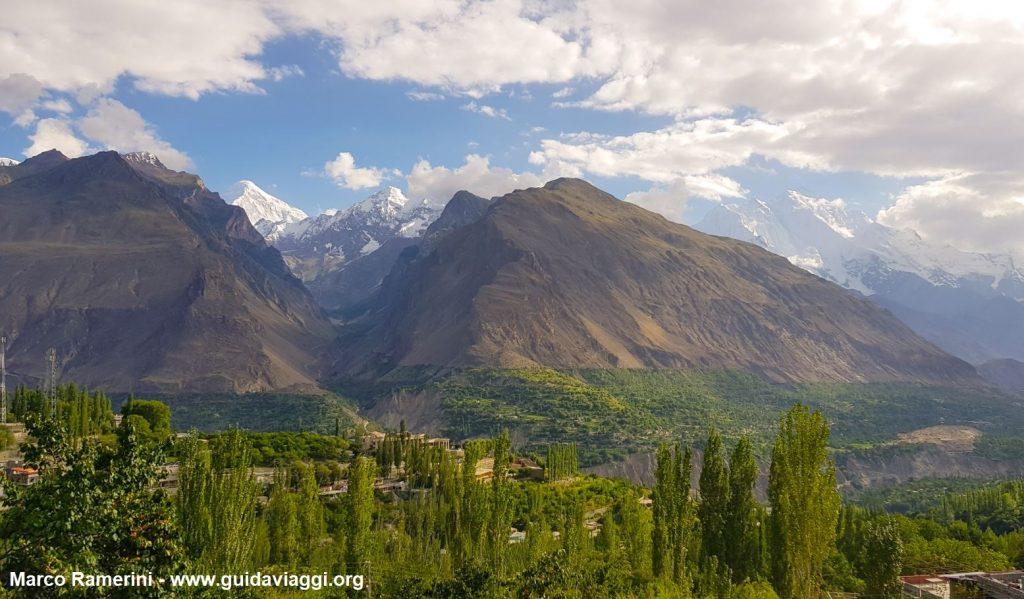 La valle dello Hunza con il Rakaposhi, l'Haramosh e il Diran Peak. Pakistan. Autore e Copyright Marco Ramerini