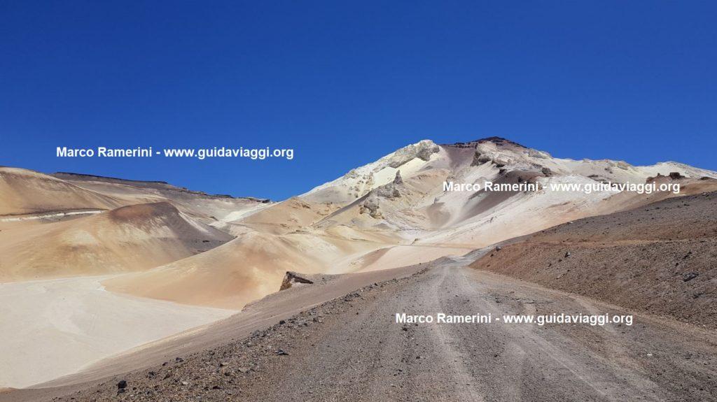 La montagna di zolfo di Mina Julia, Argentina. Autore e Copyright Marco Ramerini