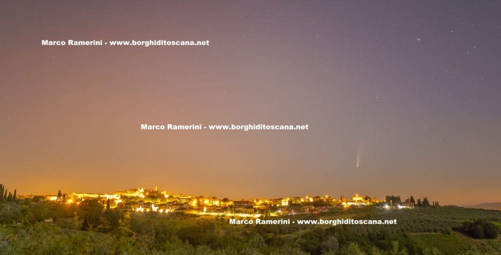 La Cometa e il borgo di Barberino Val d'Elsa. Autore e Copyright Marco Ramerini.